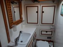 AYC Yachtbroker - Chassiron - Toilette avant