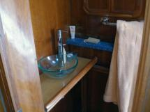 Alumarine 55 - Salle d'eau avant bâbord