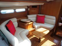Sun Odyssey 54 DS - Petit salon sur bâbord
