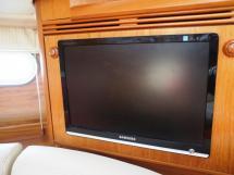 Sun Odyssey 54 DS - Télévision dans le carré