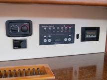 Dufour 485 Grand Large Custom - Panneaux de contrôle