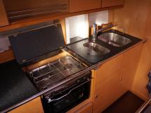 Bavaria 45 Cruiser - Cuisine en L sur bâbord