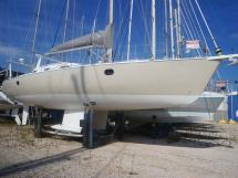 AYC - Universal Yachting 44 / Nouvelle peinture de pont et coque 2018
