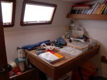 Cat Flotteur 45 - Bureau / plan de travail dans cabine arrière tribord