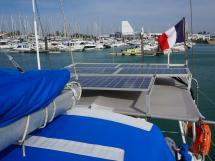 OVNI 385 - Panneaux solaires sur bimini