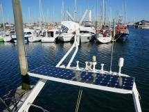 Garcia Salt 57 - Panneaux solaires, antennes et éolienne