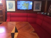 Nordia 65 - Table et banquettes de carré