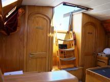 AYC Yachtbroker - OVNI 36 - Marches de la descente
