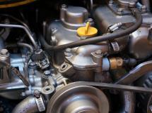 AYC Yachtbroker - OVNI 36 - Peinture dui moteur