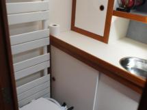 AYC Yachtbrokers - Trawler Meta King Atlantique - WC et sèche serviette
