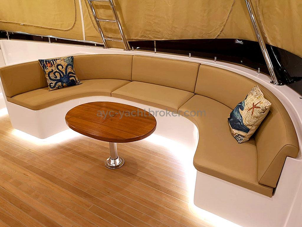 NG 66' Catamaran - Petit salon de flybridge