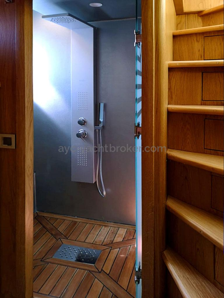 NG 66' Catamaran - Salle d'eau - douche