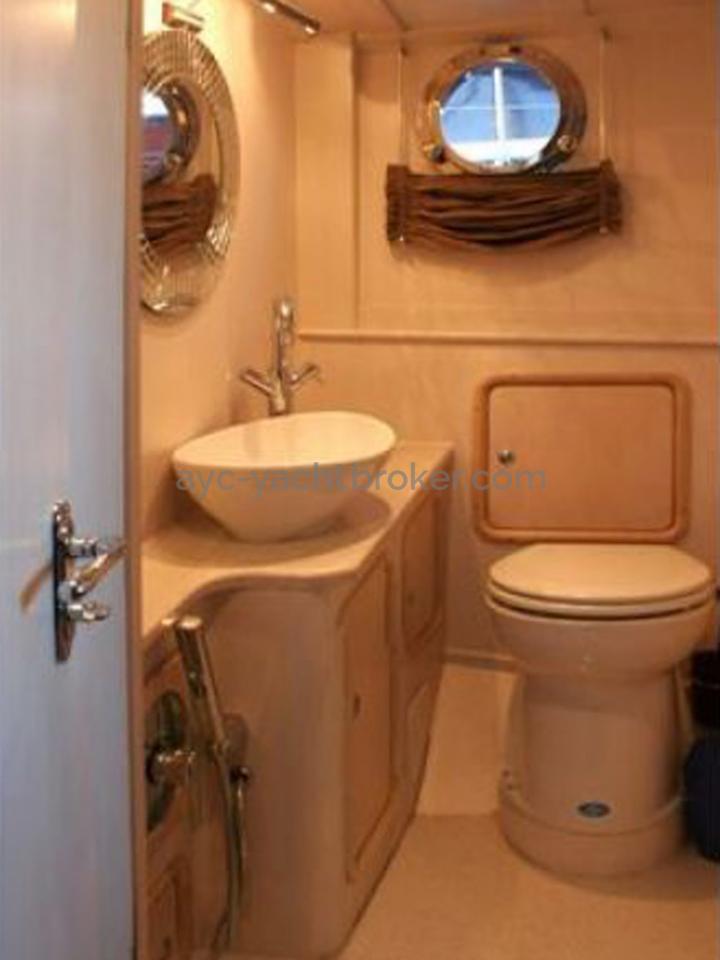 AYC Yachtbroker - Tirhandil 14.70 - Salle d'eau