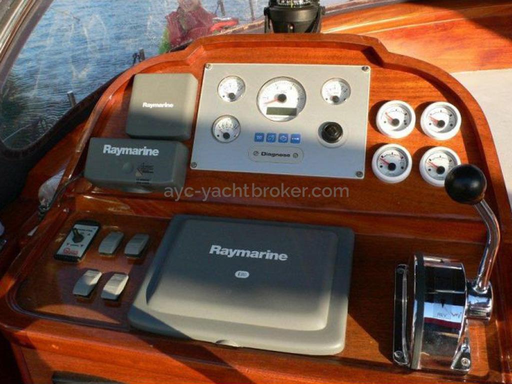 AYC Yachtbroker - Tirhandil 14.70 - Poste de barre