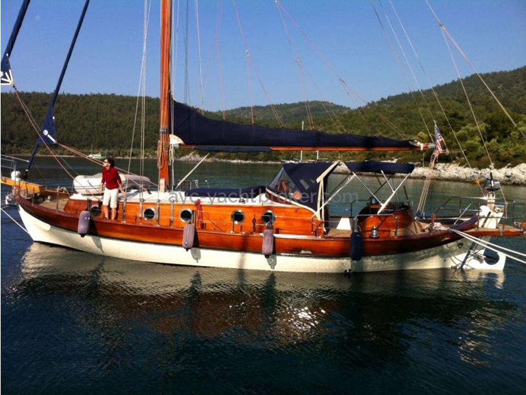 AYC Yachtbroker - Tirhandil 14.70 - Au mouillage