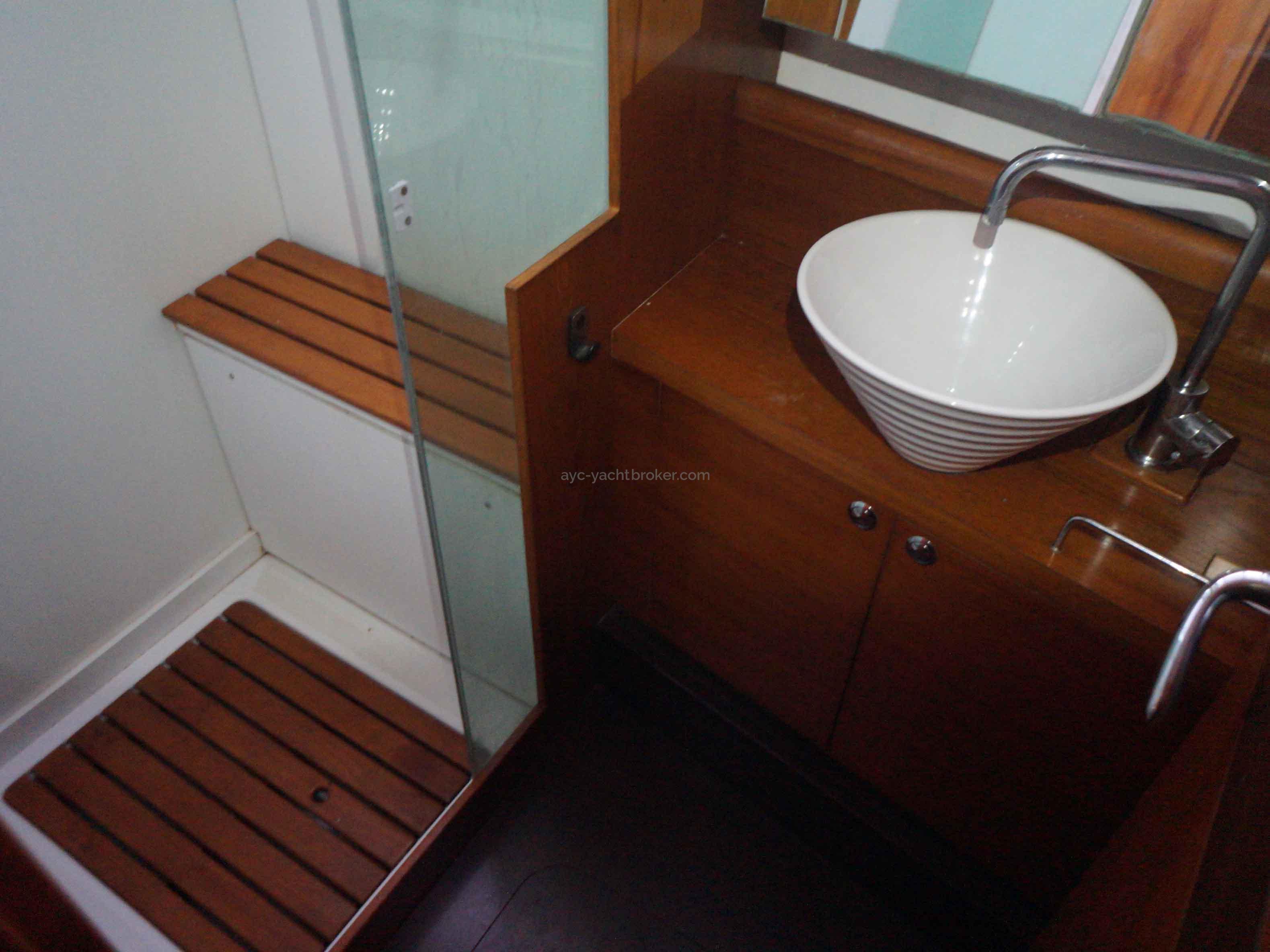 AYC International Yachtbroker - Pilot Saloon 55 -