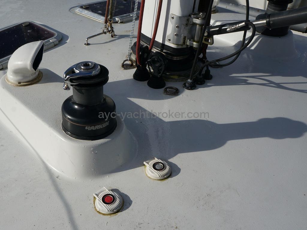 AYC Yachtbroker - JFA 45 Deck Saloon - Winch de pied de mât électrique