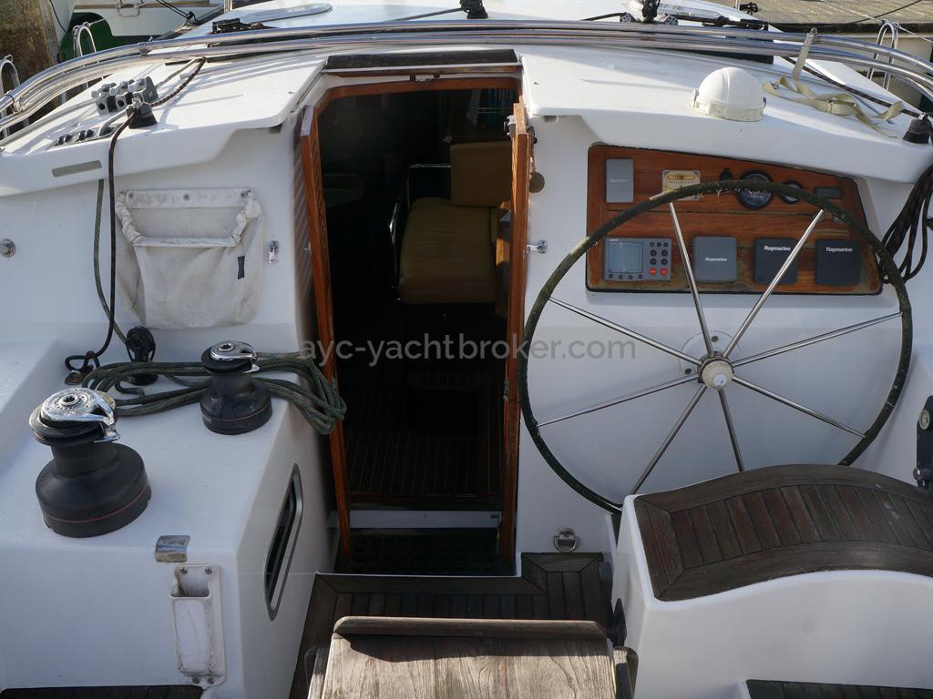 AYC Yachtbroker - JFA 45 Deck Saloon - Poste de barre