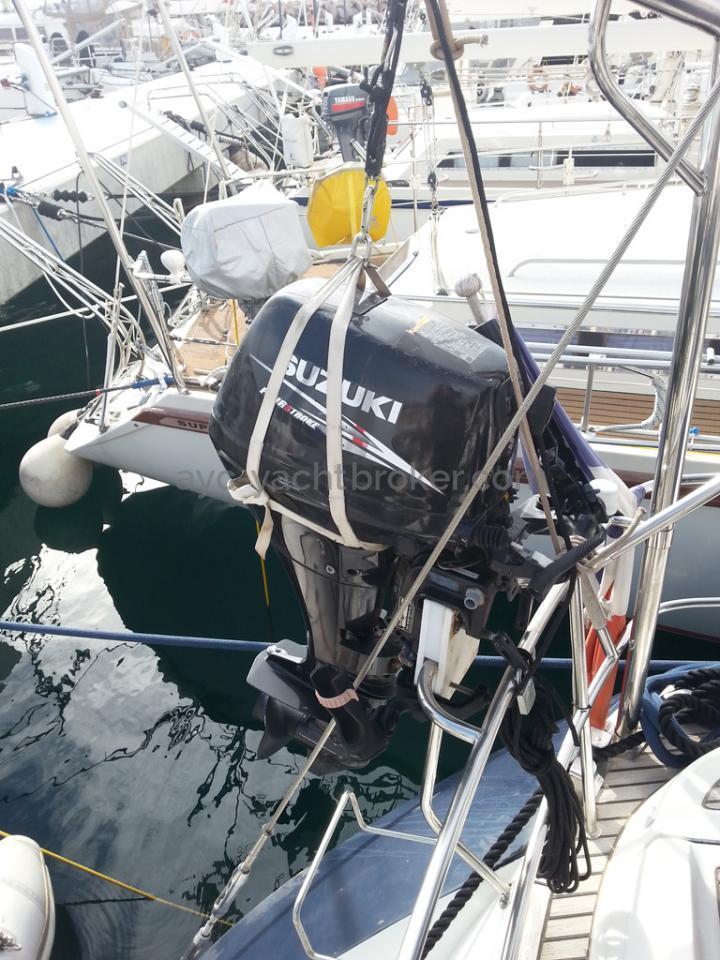 Sun Odyssey 54 DS - Support de moteur et mât de chage