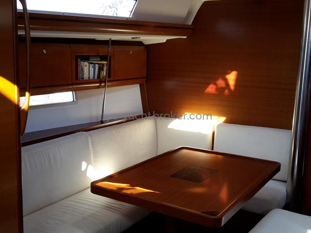 AYC Yachtbroker - Dufour 405 Grand Large - Carré