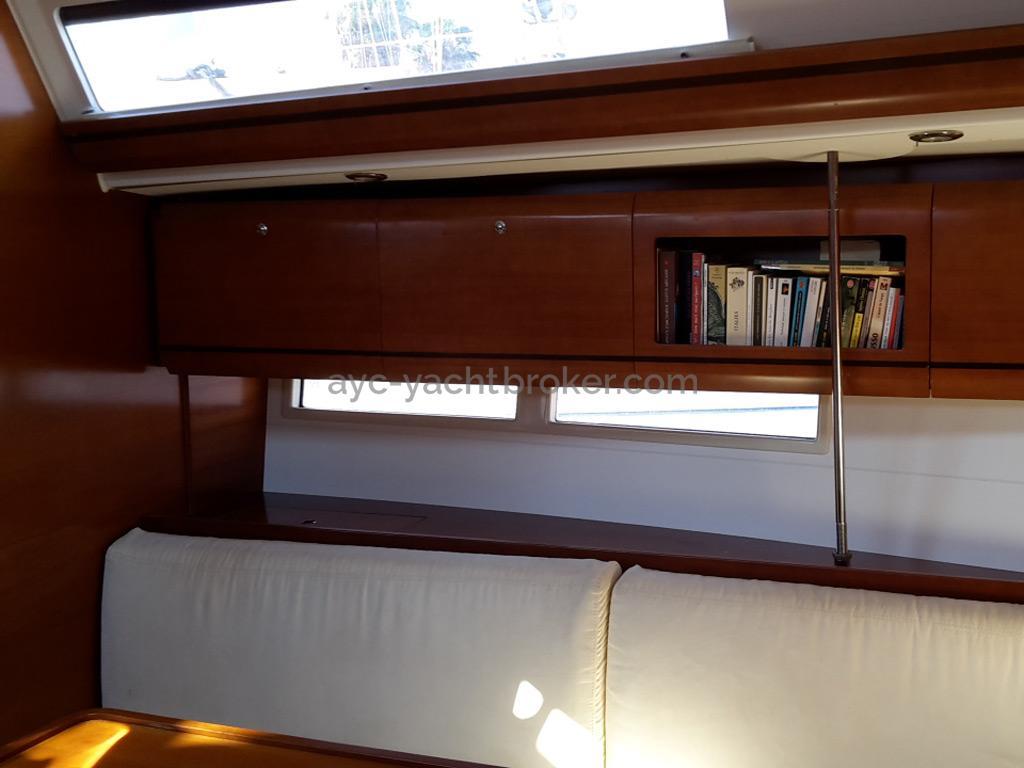 AYC Yachtbroker - Dufour 405 Grand Large - Banquette de carré