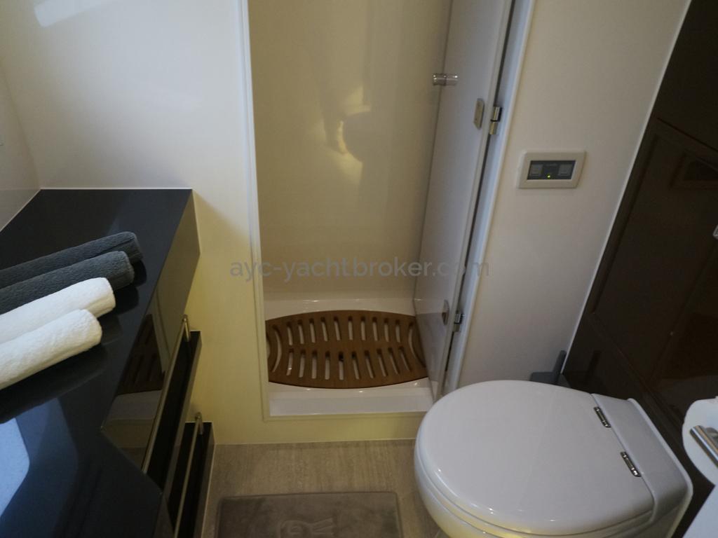 Salle de bain cabine avant Bâbord