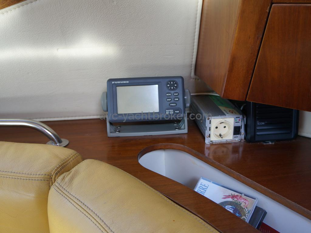 AYC Yachtbroker - JFA 45 Deck Saloon - Electronique