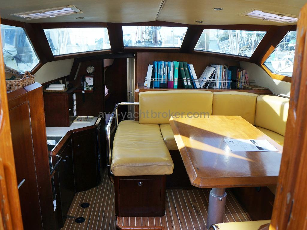 AYC Yachtbroker - JFA 45 Deck Saloon - Carré