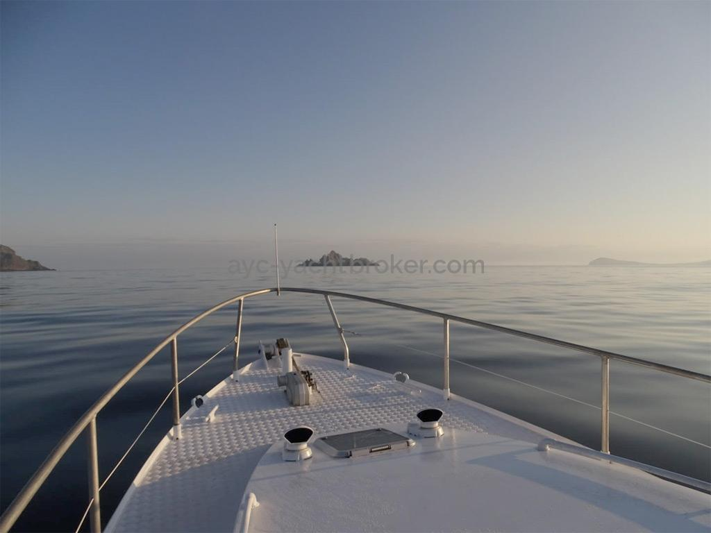 AYC Yachtbrokers - Trawler Meta King Atlantique - Pont avant