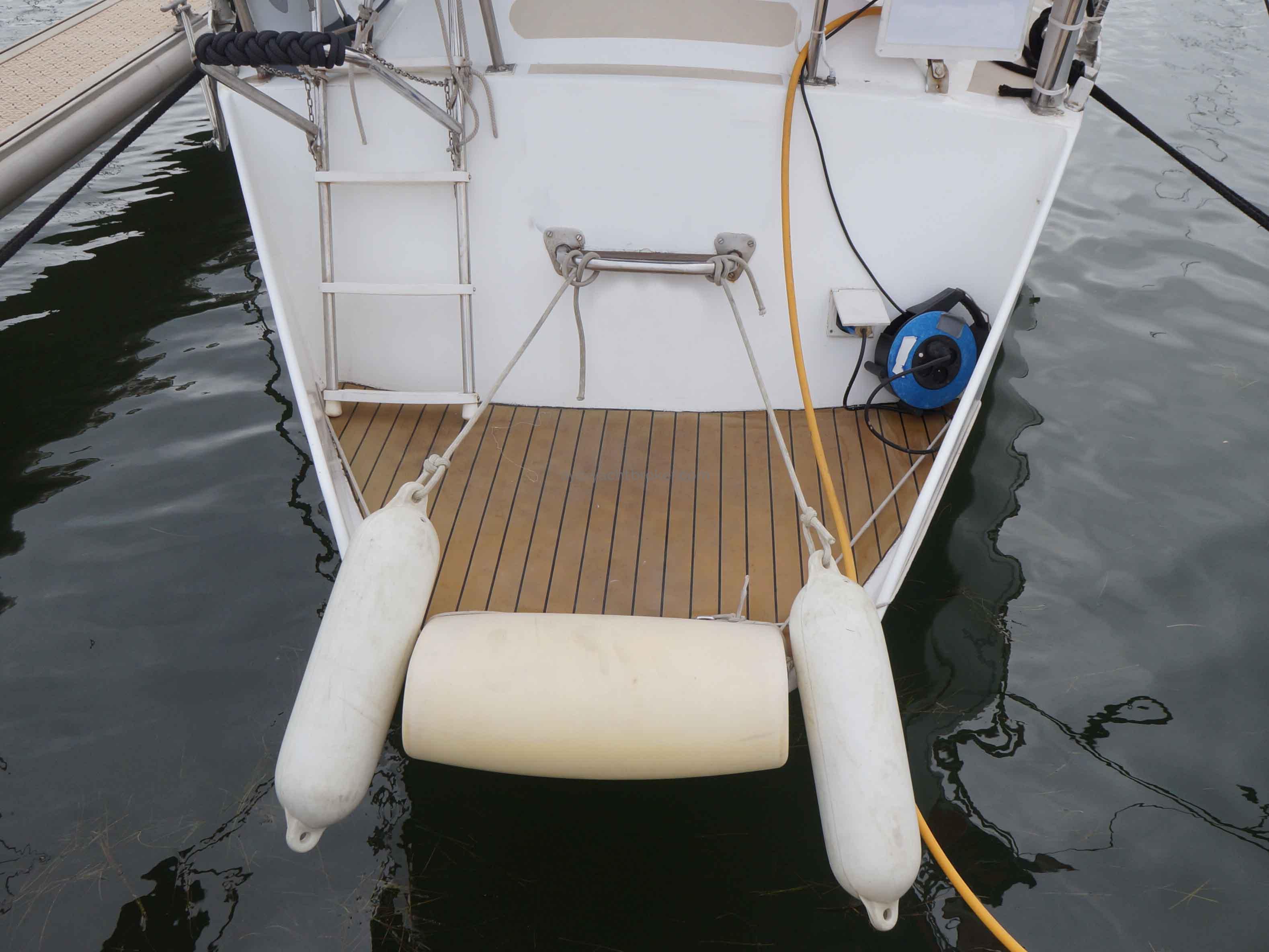 AYC YachtBroker - à flot