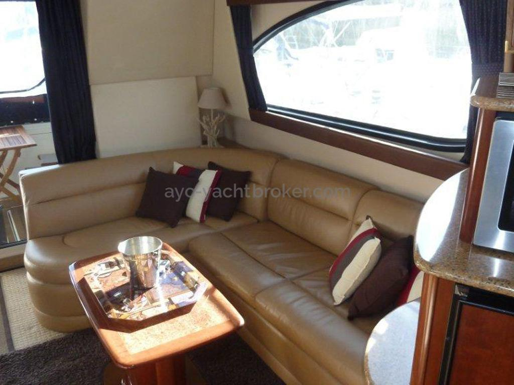 MERIDIAN 411 Sedan - Banquette en L du salon