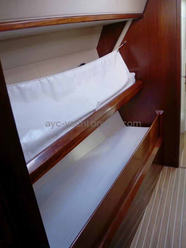 AYC Yachtbroker - JFA 45 Deck Saloon - Couchettes en coursive