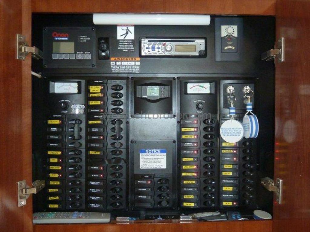 MERIDIAN 411 Sedan - Tableau électrique