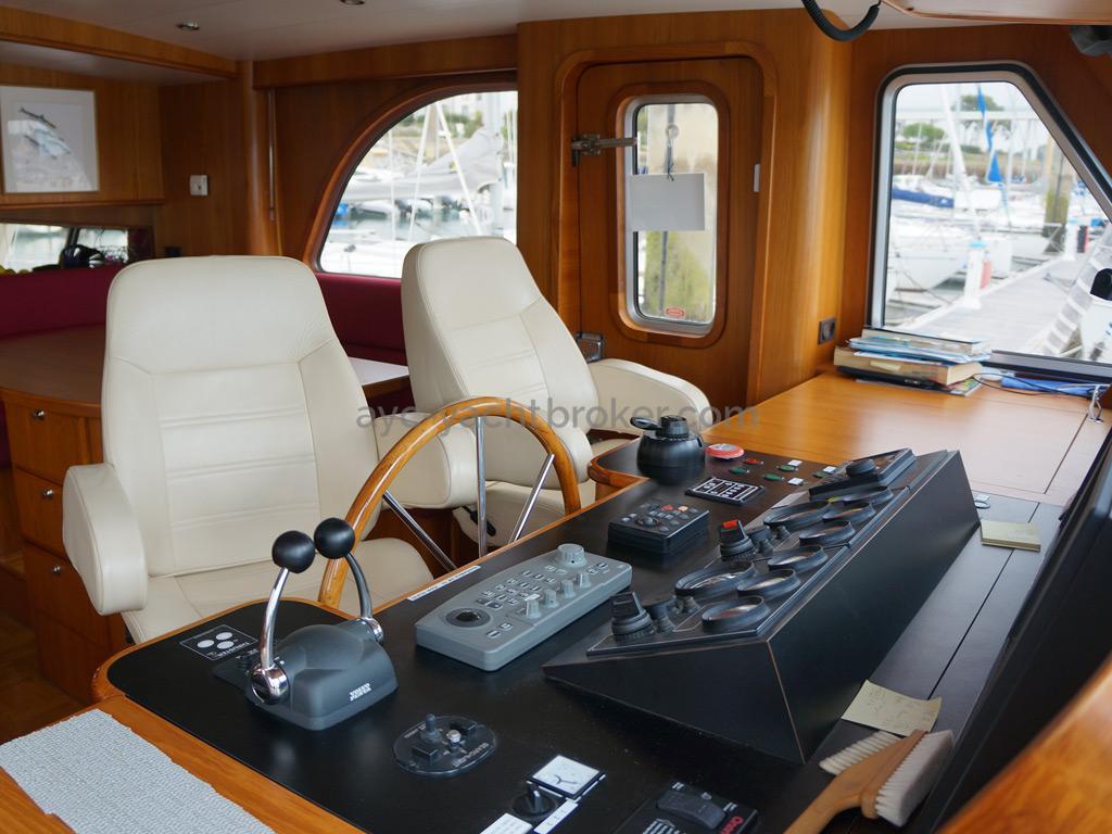 Searocco 1500 Trawler - Poste de barre principal