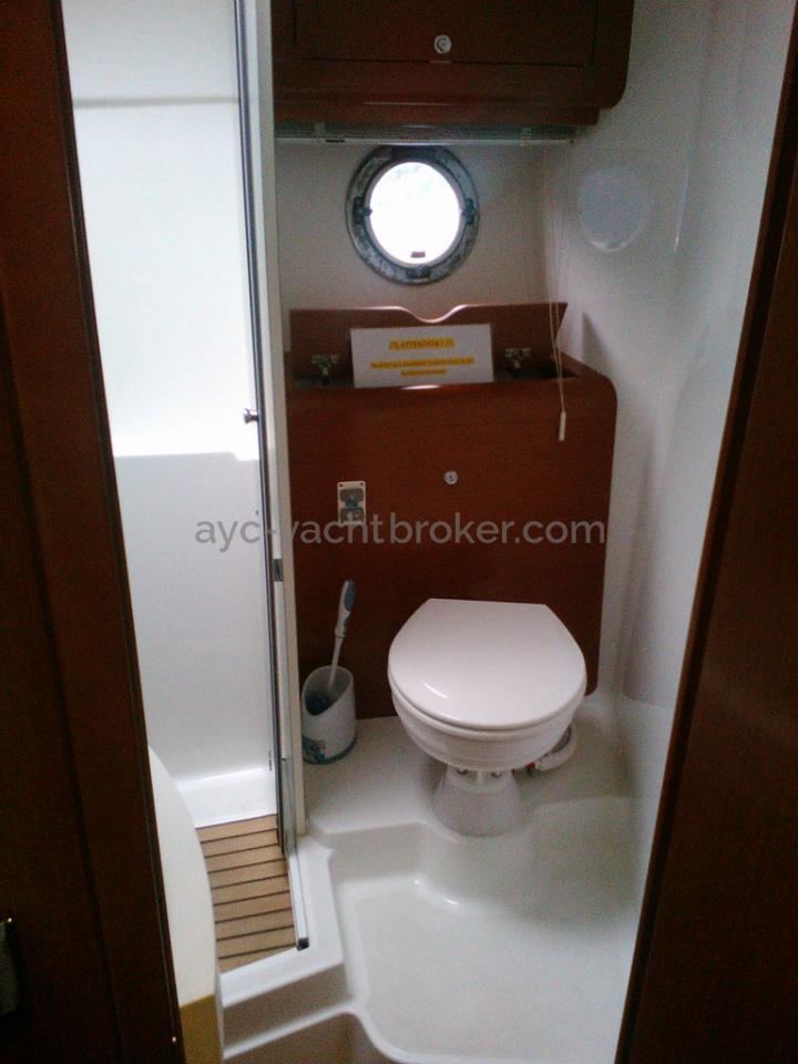 AYC - FLYER GT 44 / Salle d'eau avant