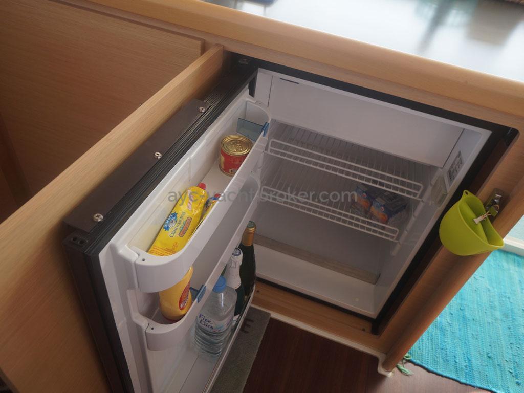AYC - Lagoon 400 / Réfrigérateur intérieur