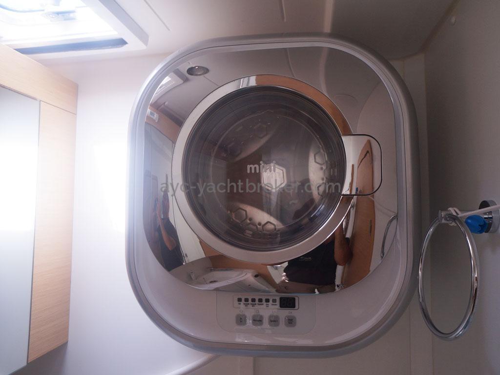 AYC - Lagoon 400 / Machine à laver salle d'eau babord