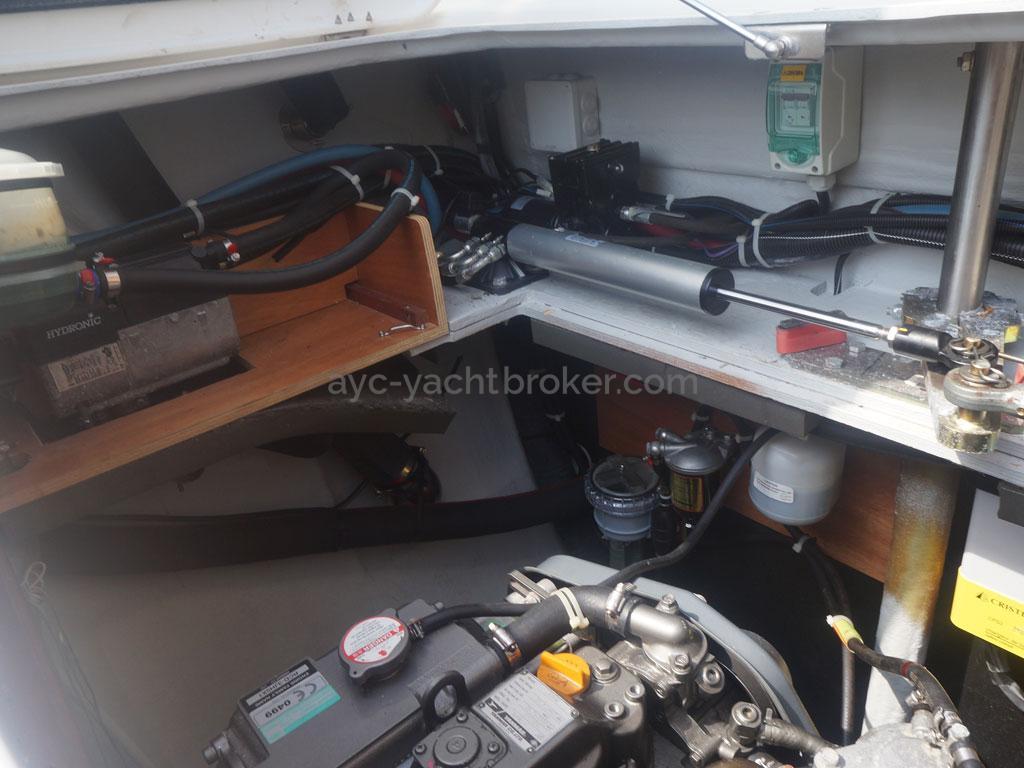 AYC - Lagoon 400 / Calle moteur