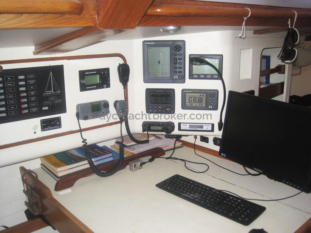 AYC - Lévrier des mers 16m / Table à cartes