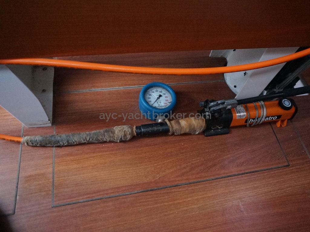 AYC Yachtbrokers - A40RC - Mast jack hydraulique