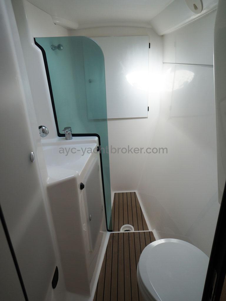 AYC - Lavezzi 40 / Salle d'eau propriétaire avant tribord