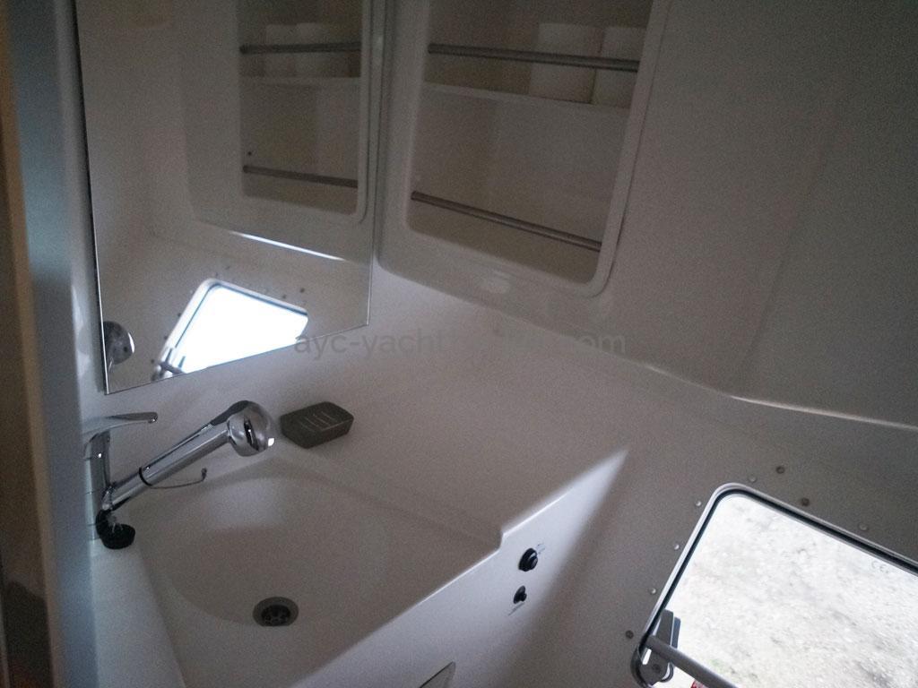 AYC - Lavezzi 40 / Salle d'eau coque babord