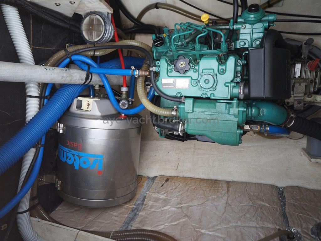 AYC - Lavezzi 40 / Cale moteur babord