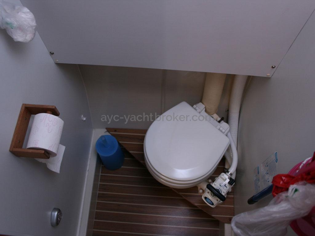 AYC - Nautitech 44 / WC indépendant tribord
