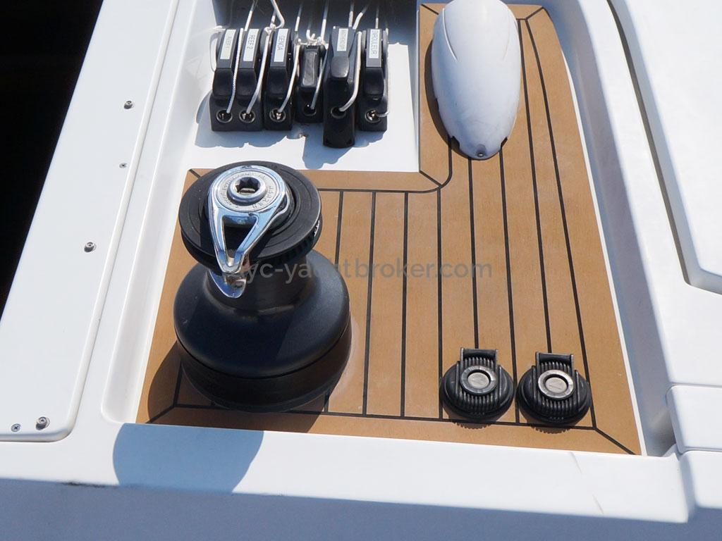 AYC Yachtbroker - GRAND SOLEIL 54 - roof et piano tribord