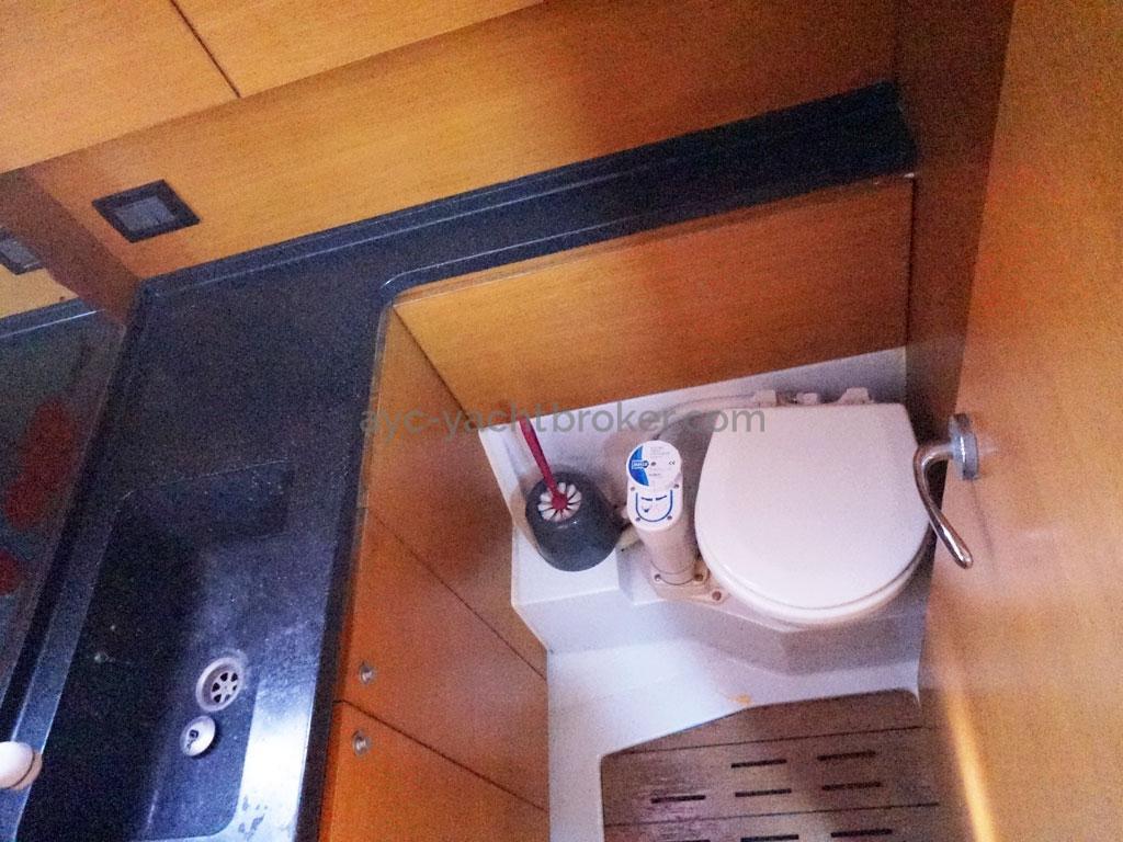 AYC Yachtbroker - GRAND SOLEIL 54 - salle d'eau arrière