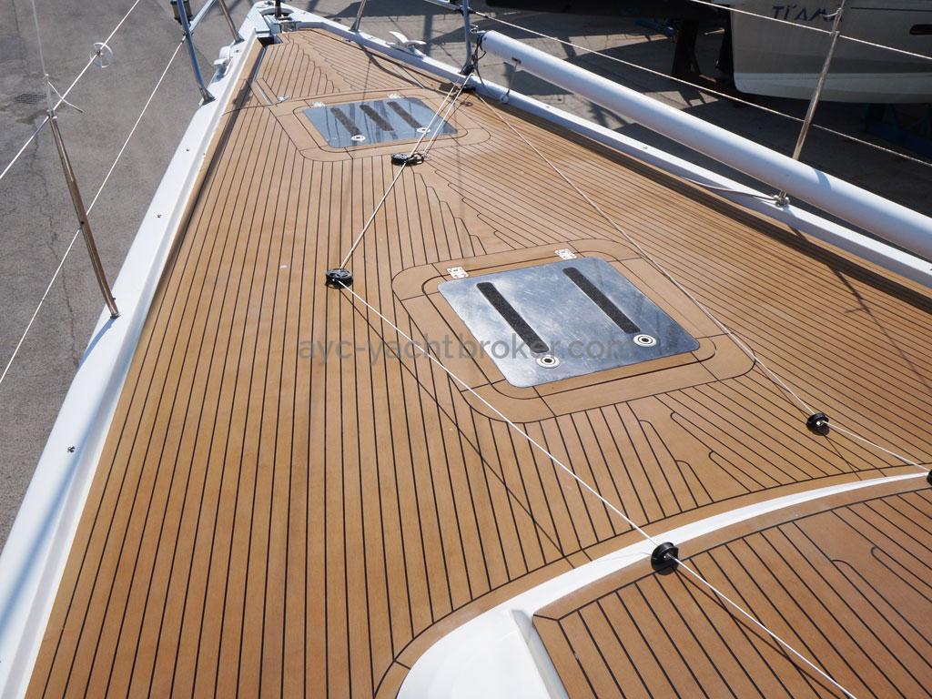 AYC Yachtbroker - GRAND SOLEIL 54 - pont avant