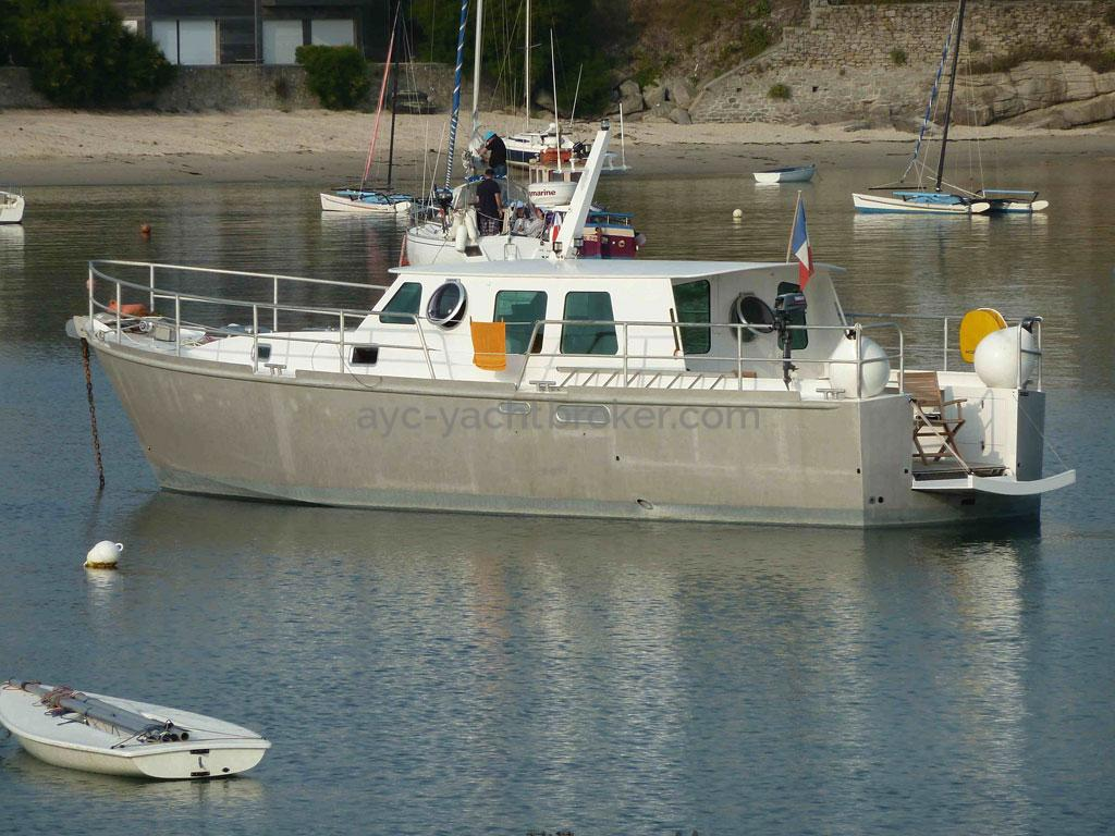 AYC Yachtbroker - Trawler Meta King Atlantique - Au mouillage