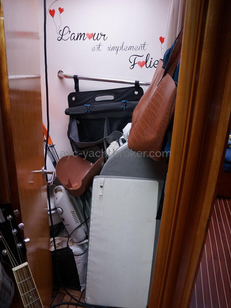 AYC Yachtbroker - Salle d'eau de la cabine avant
