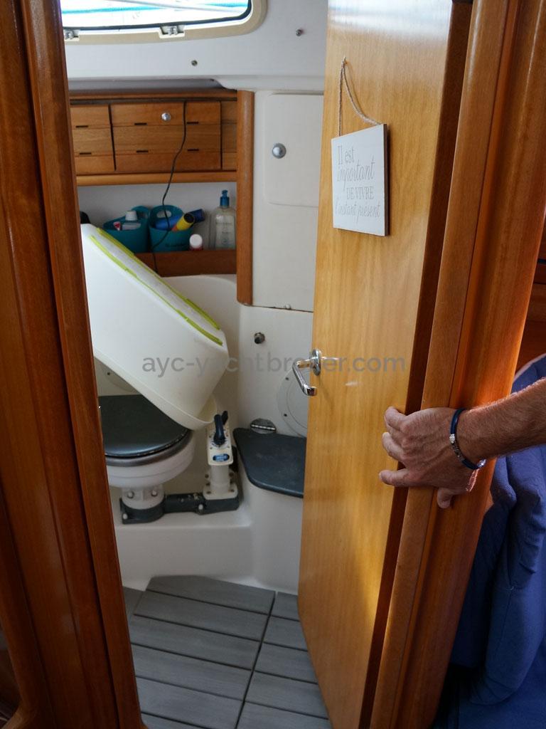 AYC Yachtbroker - Salle d'eau arrière bâbord (utilisée en douche)